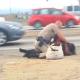Indemnizan a una mujer con 1,5 millones de dólares tras ser agredida por un policía en Los Ángeles