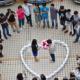 Increible joven compro 99 iPhone para pepdir matrimonio