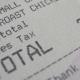 Un profesor de Harvard se disculpa por pelearle 4 dólares a un restaurante