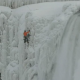 VIDEO Un hombre escala las gélidas cataratas del Niágara ce Climbing Frozen Niagara Falls - Will Gadd's First Ascent