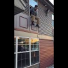 VIDEO Drogado se tiro de un 3 piso Drunk Dude Jumps Out Of Window
