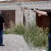 VIDEO Padre le dispara asu Hijo Dad Shoots Son In The Head To Test Bullet Proof Helmet