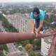 VIDEO Nadie ase esto solo drogado miren Crazy Russians: A Construction Crane For A Crazy Selfie