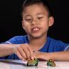 Un niño de 9 años gana 1 millón de dólares abriendo regalos