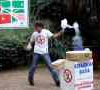 VIDEO Tremendo talento tiene este hombre Cotton Candy Man Got Some Killer Moves!