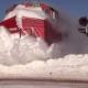 VIDEO Tren lleno de nieve casi mata un Hombre Train Plows Through Massive Snow Bank