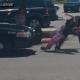Fuerte video: Un policía de EE.UU. golpea a una mujer hasta hacerla perder el conocimiento