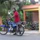 VIDEO Borracho Dominicano intenta conducir motor Casi muere en el intento