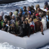 Video: Italia publica imágenes del barco naufragado con 800 migrantes