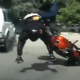 Video Fatal accidente moto da 3 velta en el aire Slow Moving Car Takes A Biker Out