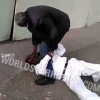 Video Que maldito machetaso en la cabeza Two Old Heads Go At It, One Gets Beat With A Stick!