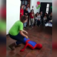 VIDEO Spiderman Se golpio el mismo que Risa Knocks Himself Out At A Kids Birthday Party