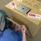 VIDEO ¿Por qué en Japón la gente mete sus cabezas en cajas?