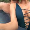 Video Pareja aciendolo en medio dela calle Lovely couple showing their love in public