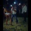 VIDEOS: Un hombre decide bailar con una 'stripper' pero aparece su esposa y le da una paliza