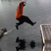 Video que maldito estrallon miren lo que le paso :Dock To Dock Jump Fail