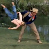 Video tienen que ber esto para que nole cuenten : Swimming Lessons With John Wayne
