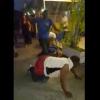 VIDEO Grupo contra un solo hombre masagrandolo Man Gets Struck With An Axe To The Head