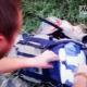 Video parece mostrar a combatientes registrando los restos del vuelo MH17