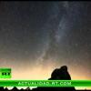 Video Lluvia de estrellas fugaces ilumina el cielo