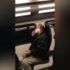 video Revelan la historia detrás del indigente BOM filmado afeitándose en un tren