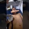 VIDEO VIRAL Un hombre SE HACE UN PIERCING MORDIENDO UN PENE DE PLASTICO