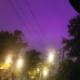 ¿Luces apocalípticas? El cielo nocturno se tiñe de púrpura y deja impactada a la web