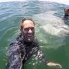 VIDEO: Un pez luna gigante posa para una 'selfie' con buceadores en Sudáfrica