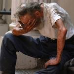 Donde las dan, las toman: Acosan al hombre que arrojó un kebab a la cara de un vagabundo (VIDEO)
