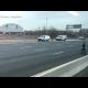 'Llueve' dinero en una autopista y los conductores provocan múltiples choques por recogerlo