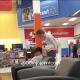 Video su esposa lo encuentra chatiando con otra en facebook miren lo que pasa